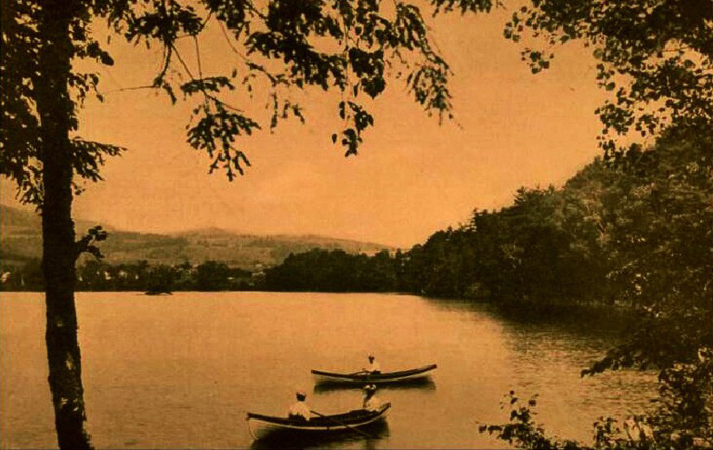 Vintage-Lake-with-Boaters